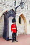 ΛΟΝΔΙΝΟ, ΗΝΩΜΕΝΟ ΒΑΣΊΛΕΙΟ - 22 ΑΥΓΟΎΣΤΟΥ 2017: Βασιλική φρουρά σε Windso Στοκ φωτογραφία με δικαίωμα ελεύθερης χρήσης