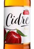 ΛΟΝΔΙΝΟ, ΗΝΩΜΕΝΟ ΒΑΣΊΛΕΙΟ - 22 ΙΟΥΝΊΟΥ 2017: Ετικέτα μπουκαλιών της Στέλλα Artois Cidre Apple Cider στο λευκό Στοκ εικόνες με δικαίωμα ελεύθερης χρήσης