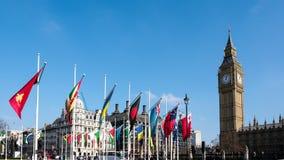 ΛΟΝΔΙΝΟ - 13 ΜΑΡΤΊΟΥ: Άποψη Big Ben πέρα από το τετράγωνο του Κοινοβουλίου σε Lo Στοκ Εικόνες