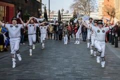 ΛΟΝΔΙΝΟ - 13 ΜΑΡΤΊΟΥ: Χορευτές του Κεντ και του Σάσσεξ Morris που αποδίδουν στο Λ Στοκ Φωτογραφίες