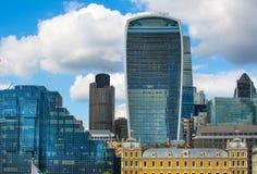 ΛΟΝΔΙΝΟ, πόλη της άποψης του Λονδίνου, σύγχρονα κτήρια των γραφείων, τράπεζες και σωματειακές επιχειρήσεις Στοκ Φωτογραφία