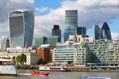 ΛΟΝΔΙΝΟ, πόλη της άποψης του Λονδίνου, σύγχρονα κτήρια των γραφείων, τράπεζες και σωματειακές επιχειρήσεις Στοκ Εικόνα