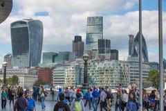 ΛΟΝΔΙΝΟ, πόλη της άποψης του Λονδίνου, σύγχρονα κτήρια των γραφείων, τράπεζες και σωματειακές επιχειρήσεις Στοκ Εικόνες