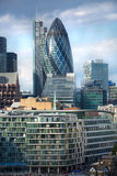 ΛΟΝΔΙΝΟ, πόλη της άποψης του Λονδίνου, σύγχρονα κτήρια των γραφείων, τράπεζες και σωματειακές επιχειρήσεις Στοκ Φωτογραφίες