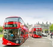 ΛΟΝΔΙΝΟ - 28 ΣΕΠΤΕΜΒΡΊΟΥ 2013: Άποψη ενός διπλού λεωφορείου καταστρωμάτων του Λονδίνου Στοκ Εικόνες