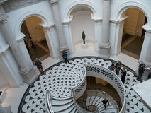 ΛΟΝΔΙΝΟ - 3 ΦΕΒΡΟΥΑΡΊΟΥ: Σπειροειδής σκάλα του Tate Μεγάλη Βρετανία στο Λονδίνο επάνω Στοκ φωτογραφίες με δικαίωμα ελεύθερης χρήσης