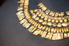 ΛΟΝΔΙΝΟ, UK, ΒΡΕΤΑΝΙΚΌ ΜΟΥΣΕΊΟ Ελληνικά κοσμήματα από την ηλικία χαλκού Grrek 3200-1100 Π.Χ. Στοκ φωτογραφίες με δικαίωμα ελεύθερης χρήσης