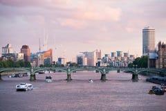 ΛΟΝΔΙΝΟ, UK, Λονδίνο στην αυγή Στοκ φωτογραφία με δικαίωμα ελεύθερης χρήσης