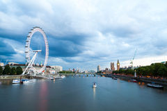 30 07 2015, ΛΟΝΔΙΝΟ, UK, Λονδίνο στην αυγή Άποψη από τη χρυσή γέφυρα ιωβηλαίου Στοκ φωτογραφία με δικαίωμα ελεύθερης χρήσης