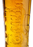 ΛΟΝΔΙΝΟ, UK - 29 ΜΑΐΟΥ 2017: Κρύο ποτήρι της μπύρας Carlsberg στο λευκό Δανική παρασκευάζοντας επιχείρηση που ιδρύεται το 1847 Στοκ Φωτογραφίες