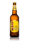 ΛΟΝΔΙΝΟ, UK - 15 ΜΑΐΟΥ 2017: Μπουκάλι της μπύρας ξανθού γερμανικού ζύού KEO στο λευκό Μπύρα από τη Κύπρο Στοκ Φωτογραφίες