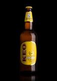 ΛΟΝΔΙΝΟ, UK - 15 ΜΑΐΟΥ 2017: Μπουκάλι της μπύρας ξανθού γερμανικού ζύού KEO στο Μαύρο Μπύρα από τη Κύπρο Στοκ φωτογραφία με δικαίωμα ελεύθερης χρήσης