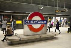 ΛΟΝΔΙΝΟ, UK - 14 Μαΐου 2014 σωλήνας του Λονδίνου, σταθμός Canary Wharf, πιό πολυάσχολος σταθμός στο Λονδίνο, που επιφέρει 100 000 Στοκ φωτογραφία με δικαίωμα ελεύθερης χρήσης
