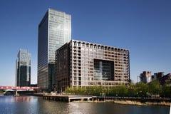 ΛΟΝΔΙΝΟ, UK - 14 ΜΑΐΟΥ 2014: Σύγχρονη αρχιτεκτονική κτιρίων γραφείων του Canary Wharf aria το κύριο κέντρο της σφαιρικής χρηματοδ Στοκ εικόνα με δικαίωμα ελεύθερης χρήσης