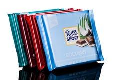 ΛΟΝΔΙΝΟ, UK - 15 ΜΑΐΟΥ 2017: Φραγμοί σοκολάτας αθλητικού γάλακτος Ritter με την καρύδα στο λευκό Φραγμός αθλητικής σοκολάτας Ritt Στοκ φωτογραφία με δικαίωμα ελεύθερης χρήσης
