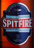 ΛΟΝΔΙΝΟ, UK - 14 ΦΕΒΡΟΥΑΡΊΟΥ 2018: Κρύα ετικέτα μπουκαλιών της ηλέκτρινης περιστρεφόμενης αγγλικής μπύρας Spitfire στο λευκό Στοκ Εικόνα