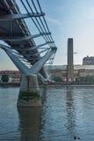 Λονδίνο, Αγγλία - 17 Ιουνίου 2016: Λυκόφως στη στοά του Tate Modern και τον ποταμό του Τάμεση, Λονδίνο Στοκ φωτογραφία με δικαίωμα ελεύθερης χρήσης