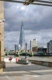 Λονδίνο, Ηνωμένο Βασίλειο - 3 Αυγούστου 2017: Άποψη πέρα από τον ποταμό Στοκ Φωτογραφίες