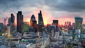 Λονδίνο, ηλιοβασίλεμα Πόλη της άποψης του Λονδίνου, της επιχείρησης και των τραπεζικών εργασιών aria απόθεμα βίντεο