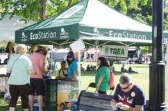 Λονδίνο Οντάριο, Καναδάς - 16 Ιουλίου 2016: Σταθμός Eco με τους ανθρώπους Στοκ Εικόνα