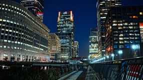 Λονδίνο τή νύχτα - Canary Wharf Στοκ εικόνα με δικαίωμα ελεύθερης χρήσης