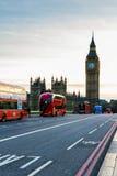Λονδίνο, το UK Κόκκινο λεωφορείο στην κίνηση και Big Ben, το παλάτι Wes Στοκ εικόνα με δικαίωμα ελεύθερης χρήσης