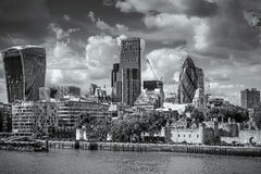 ΛΟΝΔΙΝΟ, UK - 22 ΑΥΓΟΎΣΤΟΥ: Άποψη της σύγχρονης αρχιτεκτονικής στην πόλη Στοκ Εικόνες