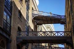 ΛΟΝΔΙΝΟ, UK - 22 ΑΥΓΟΎΣΤΟΥ: Ανακαινισμένο κτήριο αποβαθρών οικονόμων σε Lon Στοκ εικόνα με δικαίωμα ελεύθερης χρήσης