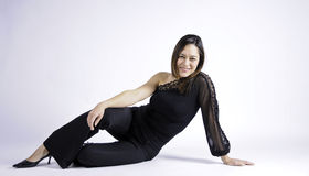 λοξά καθμένος γυναίκα στοκ εικόνες με δικαίωμα ελεύθερης χρήσης