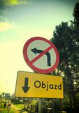 Λοξοδρόμηση Objazd σε στίλβωση, σημάδι οδών Στοκ φωτογραφίες με δικαίωμα ελεύθερης χρήσης
