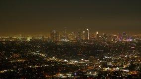 Λος Άντζελες τή νύχτα - εναέρια άποψη από τους λόφους Hollywood απόθεμα βίντεο