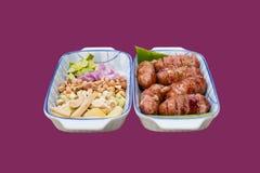 Λουκάνικα και δευτερεύον πιάτο στοκ εικόνες