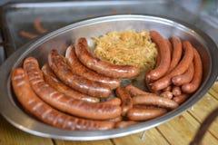 Λουκάνικα και sauerkraut Στοκ εικόνα με δικαίωμα ελεύθερης χρήσης