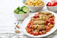Λουκάνικα κρέατος με τις ντομάτες Στοκ φωτογραφίες με δικαίωμα ελεύθερης χρήσης