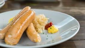 Λουκάνικο και σάλτσα Στοκ φωτογραφία με δικαίωμα ελεύθερης χρήσης