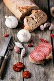 Λουκάνικο και ψωμί Στοκ φωτογραφίες με δικαίωμα ελεύθερης χρήσης