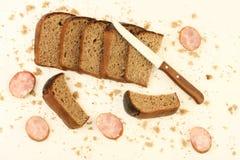 λουκάνικο σίκαλης ψωμι&om Στοκ φωτογραφία με δικαίωμα ελεύθερης χρήσης