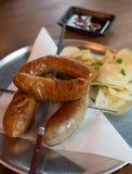 Λουκάνικο χοιρινού κρέατος που γίνεται από τα καλύτερα συστατικά Στοκ Εικόνες
