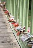 Λουκέτα αγάπης στη γέφυρα Στοκ Εικόνες
