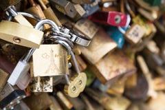 Λουκέτα αγάπης στη γέφυρα Pont des Arts Στοκ φωτογραφία με δικαίωμα ελεύθερης χρήσης