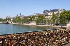 Λουκέτα αγάπης, Pont des Arts Στοκ εικόνες με δικαίωμα ελεύθερης χρήσης
