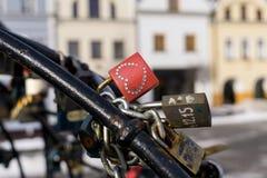 Λουκέτα στο φρεάτιο στο κέντρο της πόλης Zilina στοκ εικόνες με δικαίωμα ελεύθερης χρήσης