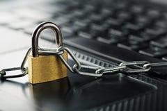 λουκέτο πληκτρολογίων & Ασφάλεια δικτύων, ασφάλεια δεδομένων και PC προστασίας αντιιών Στοκ Φωτογραφίες