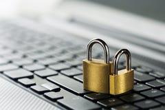 λουκέτο πληκτρολογίων & Ασφάλεια δικτύων, ασφάλεια δεδομένων και PC προστασίας αντιιών Στοκ εικόνες με δικαίωμα ελεύθερης χρήσης