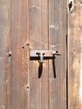 Λουκέτο στο παλαιό ξύλο Στοκ Φωτογραφίες