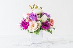 Λουλούδια ανθοδεσμών στο βάζο Στοκ φωτογραφία με δικαίωμα ελεύθερης χρήσης