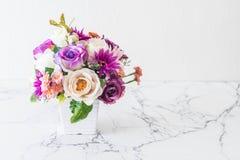 Λουλούδια ανθοδεσμών στο βάζο Στοκ εικόνες με δικαίωμα ελεύθερης χρήσης