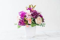 Λουλούδια ανθοδεσμών στο βάζο Στοκ Εικόνες