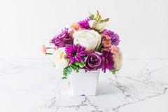Λουλούδια ανθοδεσμών στο βάζο Στοκ Εικόνα