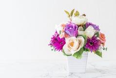 Λουλούδια ανθοδεσμών στο βάζο Στοκ εικόνα με δικαίωμα ελεύθερης χρήσης